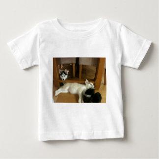 ハスキーな子犬 ベビーTシャツ