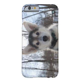 ハスキーな犬の子犬の屋外のポートレート BARELY THERE iPhone 6 ケース