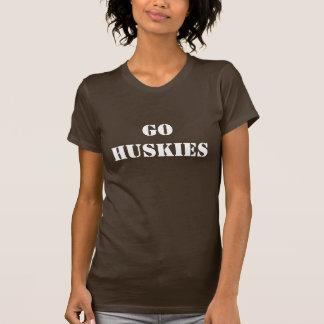 ハスキーは行きます Tシャツ