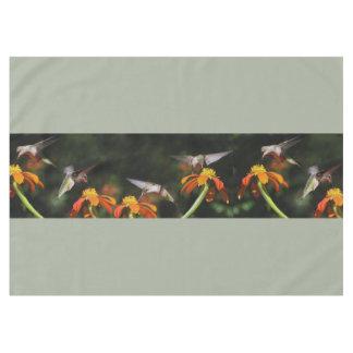 ハチドリの鳥のヒマワリによっては花動物が開花します テーブルクロス