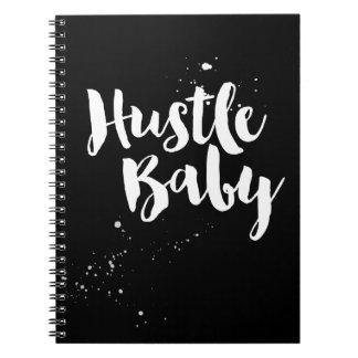 ハッスルの赤ん坊のノート、手塗りのブラシの原稿 ノートブック