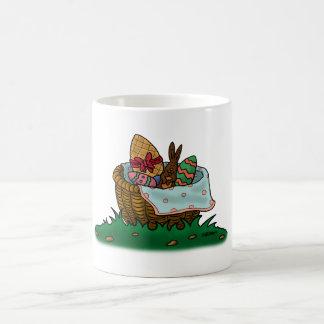 ハッピーイースターのバスケット コーヒーマグカップ