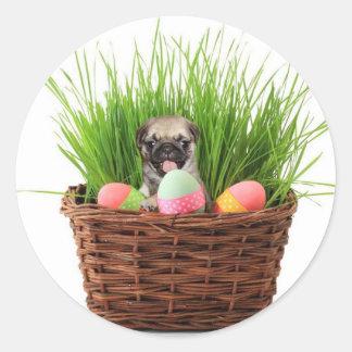 ハッピーイースターのパグの子犬 ラウンドシール
