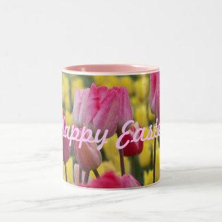 ハッピーイースターのピンクおよび黄色いチューリップのマグ ツートーンマグカップ