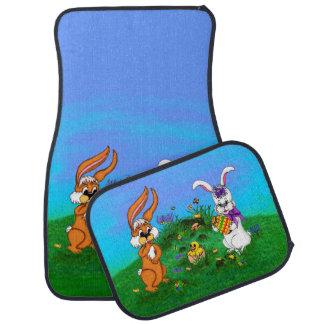 ハッピーイースター! バニーが付いているウサギおよびひよこ カーマット