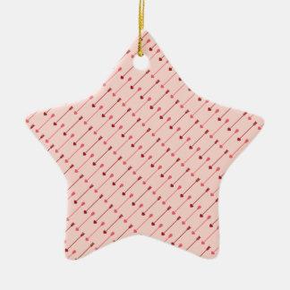 ハッピーバレンタインデーのキューピッドの矢のピンクの赤 セラミックオーナメント