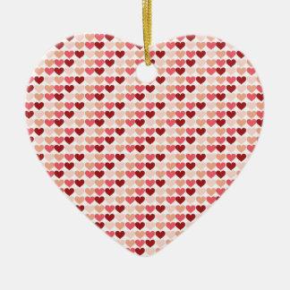 ハッピーバレンタインデーの赤いピンクのハートパターン セラミックオーナメント