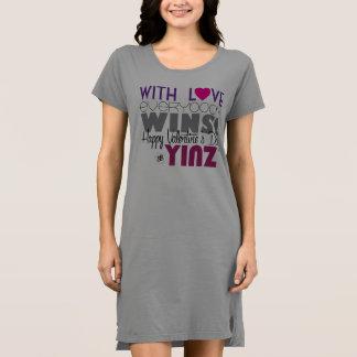 ハッピーバレンタインデーのYinzのTシャツの服 ドレス