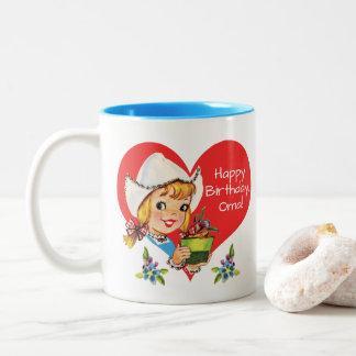 ハッピーバースデーのOmaの祖母のオランダの女の子及びチューリップ ツートーンマグカップ