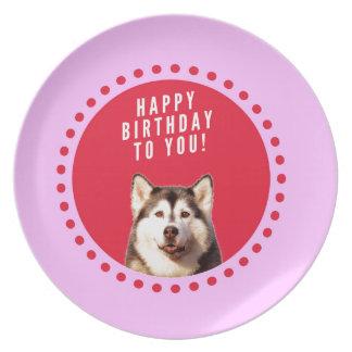 ハッピーバースデーを望んでいるかわいいシベリアンハスキー犬 プレート