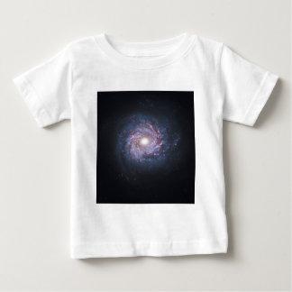 ハッブルからの渦状銀河NGC 3982の顔 ベビーTシャツ
