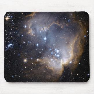 ハッブルは近くの銀河系の幼児星を観察します マウスパッド