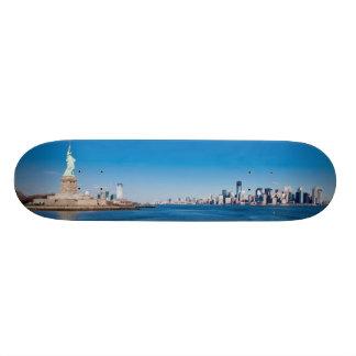、ハドソン川およびマンハッタン自由の女神 21.6CM オールドスクールスケートボードデッキ