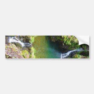 ハナ、マウイ、ハワイへの道に沿う滝 バンパーステッカー