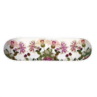 ハニーサックルのつる植物の花柄の花のスケートボード スケートボード