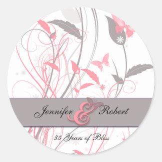 ハニーサックルのピンクおよび灰色の蝶 ラウンドシール