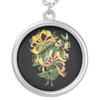 ハニーサックルの花束 シルバープレートネックレス