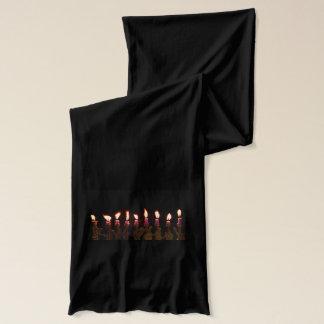 ハヌカーのハヌカー(ユダヤ教の祭り)のHanukahの(ユダヤ教)メノラーの非常に熱い蝋燭 スカーフ