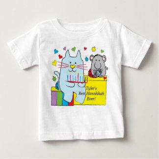 ハヌカーのベビーのTシャツの青の猫およびマウス ベビーTシャツ