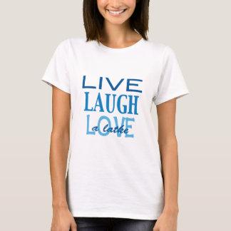 """ハヌカーは""""愛笑いLatke""""の青いTシャツ住んでいます Tシャツ"""
