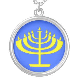 ハヌカー(ユダヤ教の祭り)のためのモダンな様式化された(ユダヤ教)メノラー シルバープレートネックレス