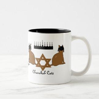 ハヌカー(ユダヤ教の祭り)猫のマグ ツートーンマグカップ