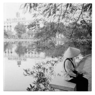 ハノイベトナムのHoan Kiem湖の眺め(NR) タイル