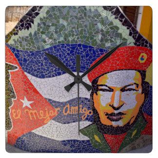 ハバナキューバのキューバ人の芸術 スクエア壁時計