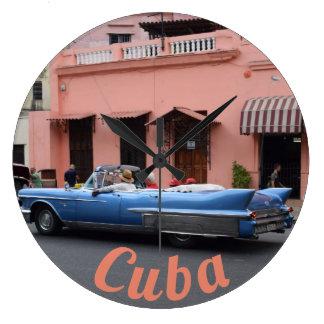 ハバナキューバのヴィンテージ車の珊瑚の建築 ラージ壁時計