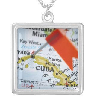 ハバナ、地図、クローズアップのキューバに置かれるピンの地図を描いて下さい シルバープレートネックレス