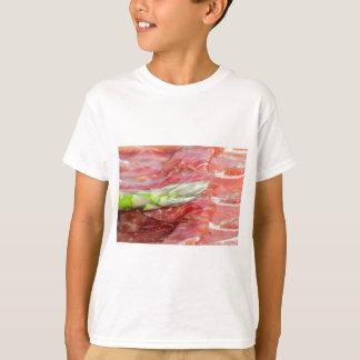 ハムのマクロの緑のアスパラガス Tシャツ