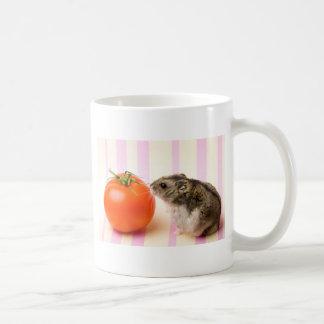 ハムスターおよびトマト コーヒーマグカップ