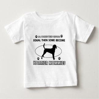 ハリアー犬のデザイン ベビーTシャツ