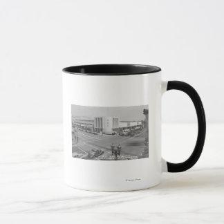 ハリウッド、無線都市およびNBCのスタジオのカリフォルニアの眺め マグカップ