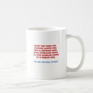 ハリケーンサンディおよびカトリナの政治 コーヒーマグカップ