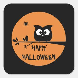 ハロウィンのかわいいフクロウ + カスタマイズ背景色 スクエアシール