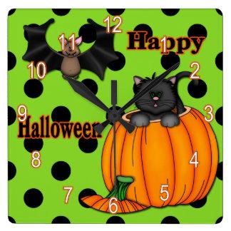 ハロウィンのかわいい子ネコ、こうもりの正方形の柱時計 スクエア壁時計