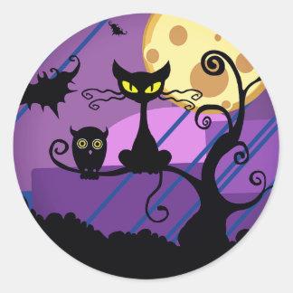 ハロウィンのかわいい黒猫かフクロウ及び気味悪い木のステッカー ラウンドシール