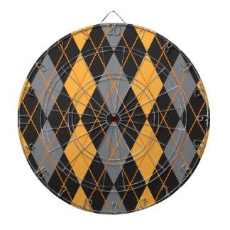 ハロウィンのアーガイル柄のなオレンジおよび黒いパターン ダーツボード
