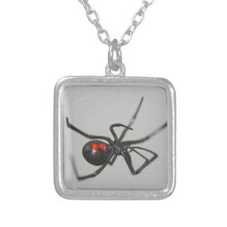 ハロウィンのゴシック様式クロゴケグモのくものネックレス シルバープレートネックレス