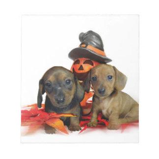 ハロウィンのダックスフントの子犬 ノートパッド