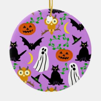 ハロウィンのテーマのコラージュのトスパターン紫色 セラミックオーナメント
