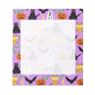 ハロウィンのテーマのコラージュのトスパターン紫色 ノートパッド