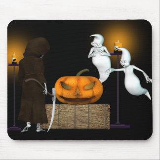 ハロウィンの取り引き。 幽霊の強引な売り込み マウスパッド