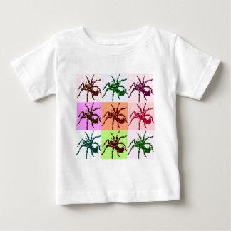 ハロウィンの恐いタランチュラのタイル ベビーTシャツ