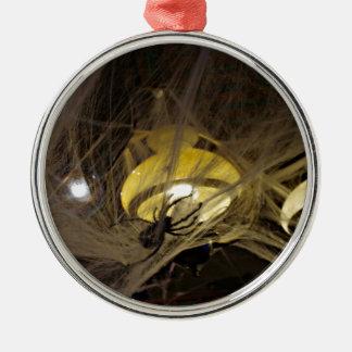 ハロウィンの気色悪いくもそしてクモの巣 メタルオーナメント