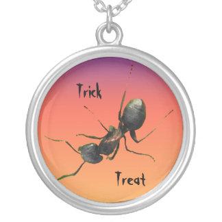 ハロウィンの蟻 シルバープレートネックレス