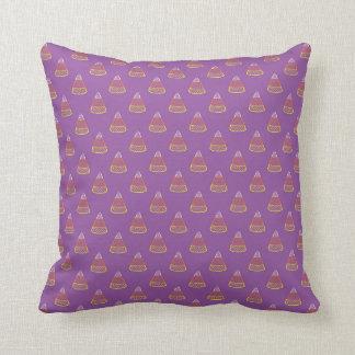 ハロウィンキャンデートウモロコシのドット・パターンの紫色の芸術 クッション