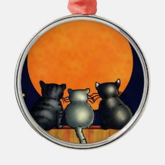 ハロウィン猫は月-ヴィンテージのスタイル--を見ます メタルオーナメント
