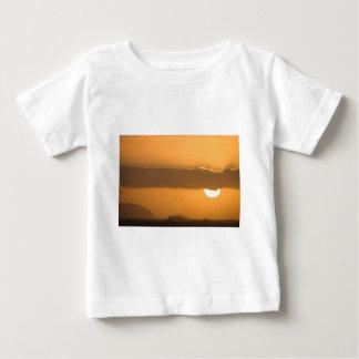 ハワイのオレンジ日没 ベビーTシャツ